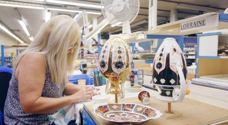 Image-of-lady-polishing-pottery