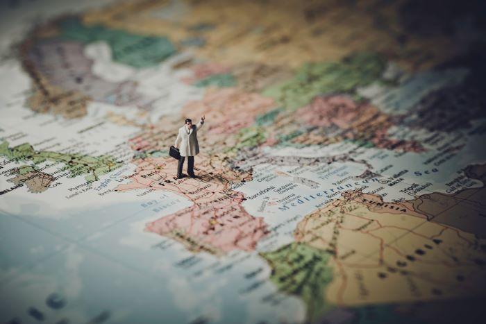 tourism-minature-man-map700