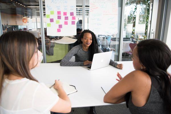 female-leader-meeting