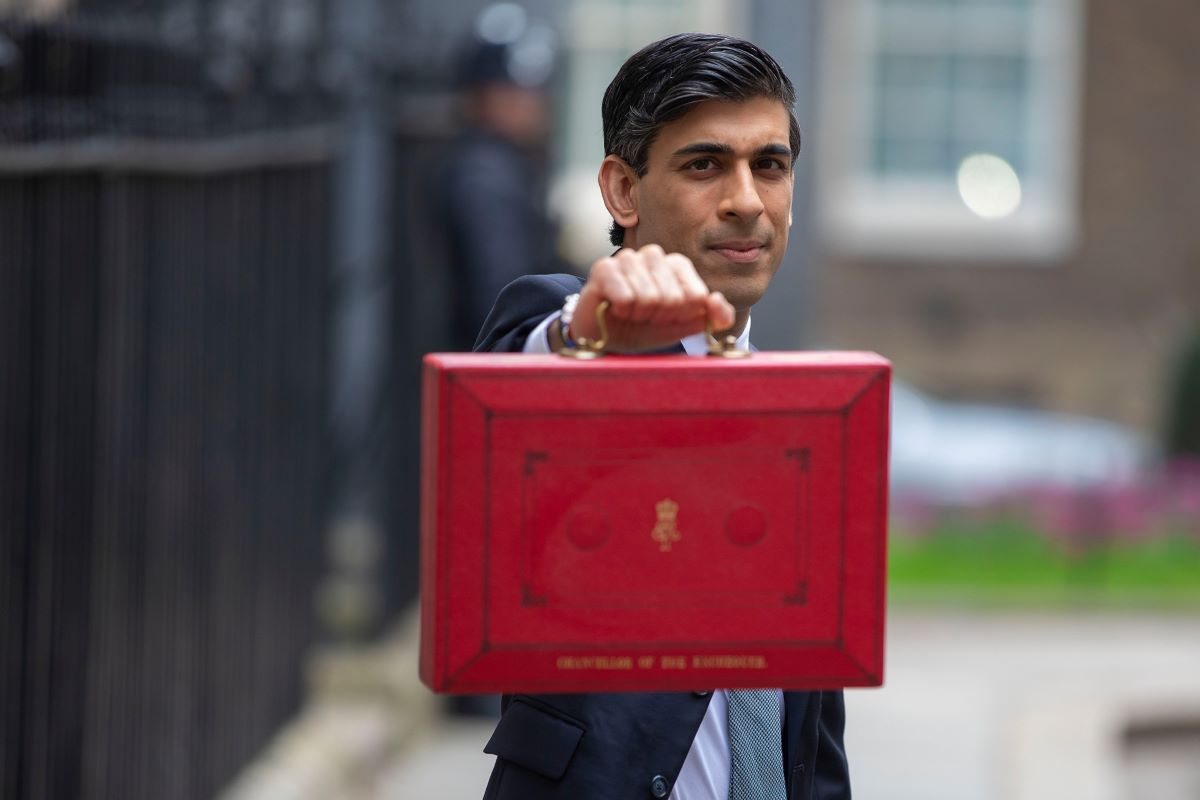 Rishi-Sunak-with-red-budget-case